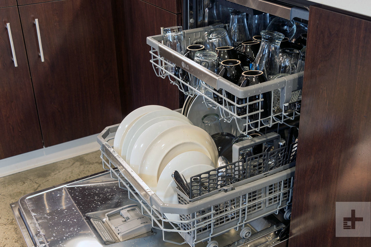 tips for buying the right dish washer. Black Bedroom Furniture Sets. Home Design Ideas